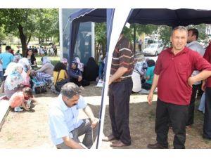 Çocuklarını PKK'dan isteyen aileler, Atatürk heykelinin altında çadır kurdu