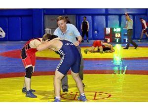 Geleceğin olimpiyat ve dünya şampiyonu minik pehlivan mindere çıktı