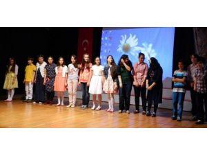 Özel Ergin Koleji şiir dinletisi büyük beğeni topladı