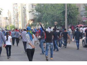 Diyarbakır'da, polis göstericilere müdahale etti