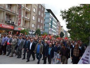 Isparta Ülkü Ocakları'ndan Türk bayrağının indirilmesine tepki