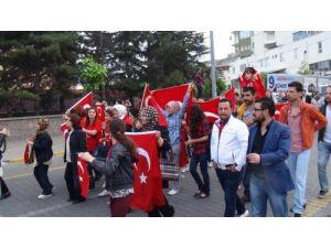 Nevşehir Ülkü Ocakları'ndan Bayrağa Saygı Yürüyüşü