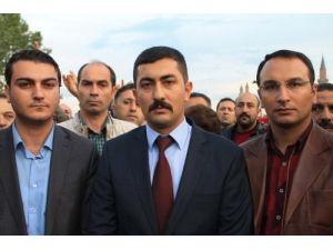 Sivas'ta Ülkücüler, Türk bayrağının indirilmesine tepki gösterdi