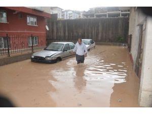 Anakara Etimesgut'ta evleri su bastı