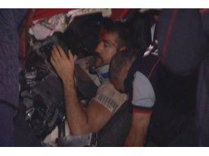 Ankara'da kaza: TIR'ın altına giren araçtan sağ çıktılar