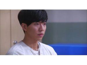 Güney Koreli ünlü star Lee, sahte bıçakla gözünü yaraladı
