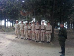 Bahar Koleji öğrencileri, asker kıyafetleriyle Çanakkale Şehitliği'nde
