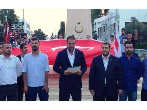 Türk bayrağının indirilmesi KKTC'de protesto edildi