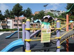 Merzifon Belediyesi çocuk istismarını önlemek için parklara afiş astı