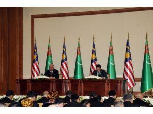 Malezya Başbakanı Razak, Türkmenistan'da