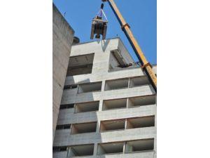 Devletin ruhsatsız, 32 yıllık binası yıkılmaya başlandı