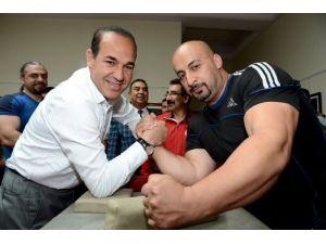 Bilek Güreşi sporcuları Başkan Sözlü'yü ziyaret etti