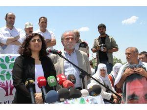 HDP, grup toplantısını 19 gündür kapalı olan yolda yaptı