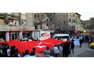 Bitlis'te Ülkü Ocakları ve STK'lardan bayrak yürüyüşü yaptı