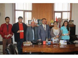 Burdurlu iş adamı yaptırdığı okulun öğrencilerini ihracat döviziyle ödüllendirdi
