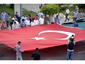 Ülkü Ocakları, dev Türk bayrağı açtı
