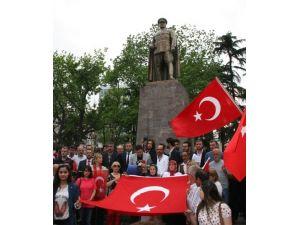 Diyarbakır'daki bayrak indirme olayı Trabzon'da protesto edildi