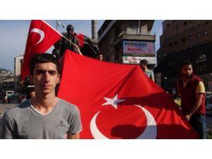 Zonguldaklı Alperenler, bayrağa yapılan saldırıyı kınadı