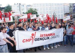 CHP İstanbul Gençlik Kolları bayrak indirme olayını protesto etti