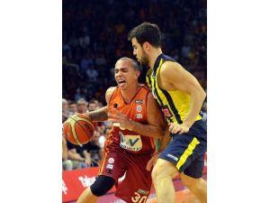 Fenerbahçe Ülker'i 88-82 yenen Galatasaray LH seriyi 2-2 yaptı