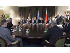 Üçlü zirvede Lavrov'dan Ukrayna'ya ateşkes çağrısı