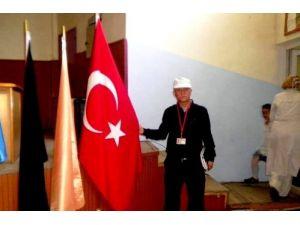 Bafralı şair-yazar Oktay Zerrin bayrağa saygısızlığa şiirle tepki verdi