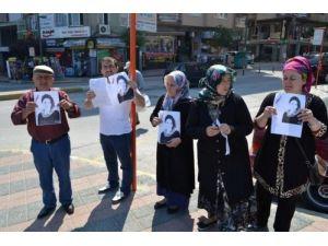 Kaybolan kızlarını Bandırma caddelerinde aradılar