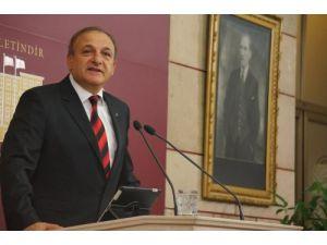 Vural'dan Başbakan'a: Sen o bayrağı indirenlerle yol arkadaşısın
