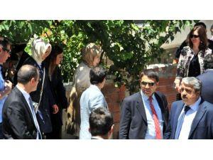 Emine Erdoğan maden şehitlerinin ailelerini ziyaret etti