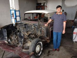 Hurdadan aldığı klasik aracı tamir ettirdi