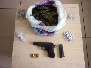 Üniversite öğrencilerine uyuşturucu satan zanlı yakalandı