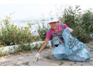 Çocuklardan örnek temizlik kampanyası