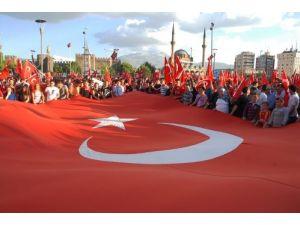 Kayseri'den Türk bayrağının indirilmesine büyük tepki