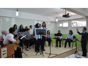 Anadolu Lisesi yıl sonu kültür ve sanat şenliği düzenledi