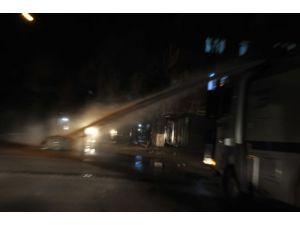 Gaziantep'te yol kapatan örgüt yandaşlarına polis müdahale etti