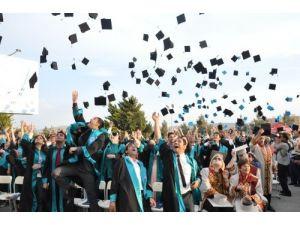 Kafkas Üniversitesi'nden görkemli mezuniyet töreni