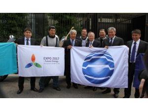 Expo-2017 bayrağı Kazakistan'a geldi