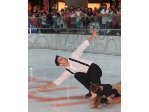 Buz dansında Türkiye'yi temsil eden ilk çift Adana'da gösteri yaptı
