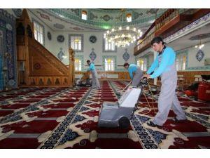 Aziziye'de camiler Ramazan ayına hazırlanıyor