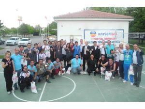 Kayserigaz Voleybol Turnuvası'nda dostluk kazandı
