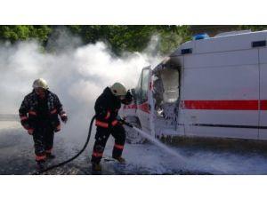 Askeri ambulans alev alev yandı