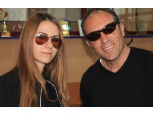 Katarak ameliyatı olanlar mutlaka güneş gözlüğü kullanmalı