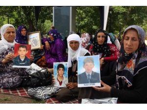 UHİM, çocuklarını PKK'dan isteyen Kürt anneleri ziyaret etti
