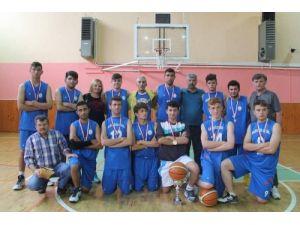 Nilüfer özel liseli basketbolcular üst üste 12. şampiyonluğu aldı