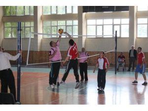 Öğretmelerarası voleybol turnuvasını EML kazandı