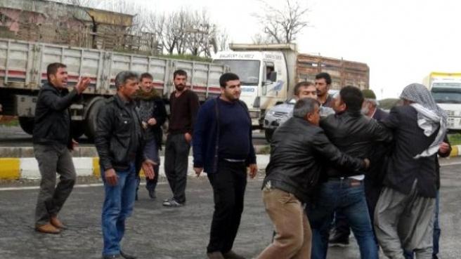 Polis, Kavga Eden Kazazade Yakınlarını Gaz Sıkarak Ayırdı