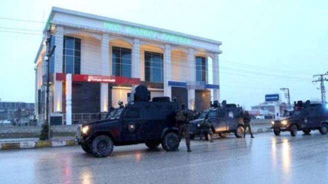 Van'da Bir Bankaya Girin Soyguncu, 7 Kişiyi Rehin Aldı