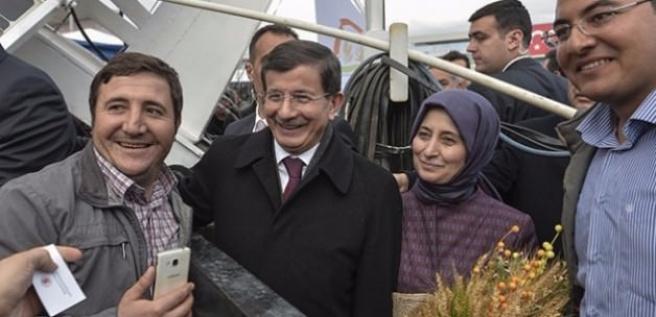 Davutoğlu'ndan Mevlana Türbesi'ne ziyaret