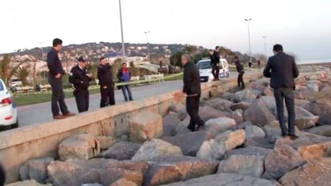 Vatandaşlar, Maltepe'de Deniz Kenarında Kadın Cesedi Buldu