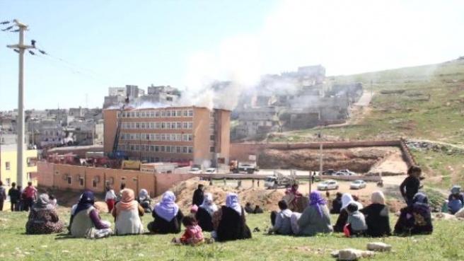 Şanlıurfa'da Öğrenciler Dersteyken Okul Yandı